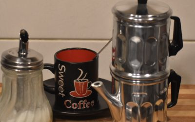 Come si prepara il caffè con la caffettiera napoletana?